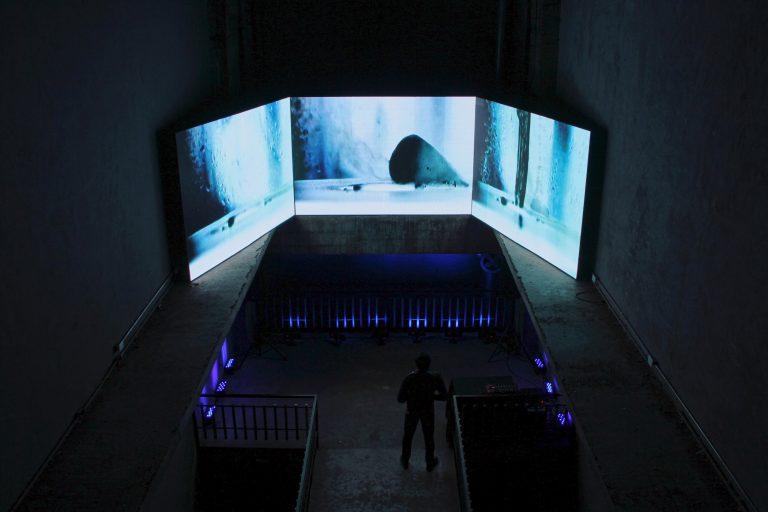 Defrost.Dans le cadre d'IndieBo, Festival de cine independiente de Bogotá.Monumento a Los Héroes, Bogotá (Colombie), 2015.
